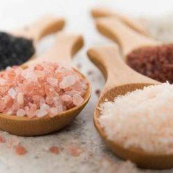 Ştii diferenţa dintre sarea kosher, sarea de masă şi sarea de mare?
