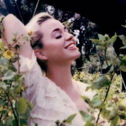 """Katy Perry a lansat """"Daisies"""", piesa ce vă va face să vă urmați visurile, în special pe cele pe care le-ați lăsat în urmă"""