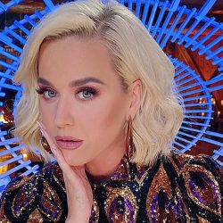 "Varianta romantica si pasionala a piesei ""Daisies"" de la Katy Perry | Acoustic"