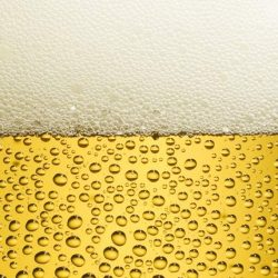 Ce se petrece când turnăm berea în pahar? De ce apare spuma şi de ce aceasta îşi măreşte volumul? Contează temperatura berii în cadrul procesului care are loc?