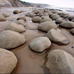Cele mai ciudate plaje din lume (VII) - Schooner Gulch, Mendocino, California  [VIDEO]
