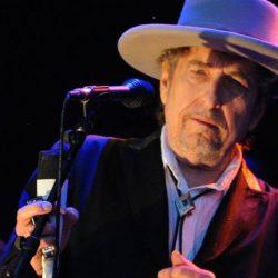 La Mulţi Ani, Bob Dylan!