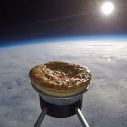 Plăcintă coaptă în spaţiu - VIDEO