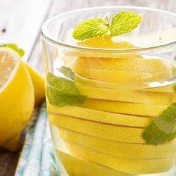 Trei băuturi ușor de preparat care topesc grăsimea